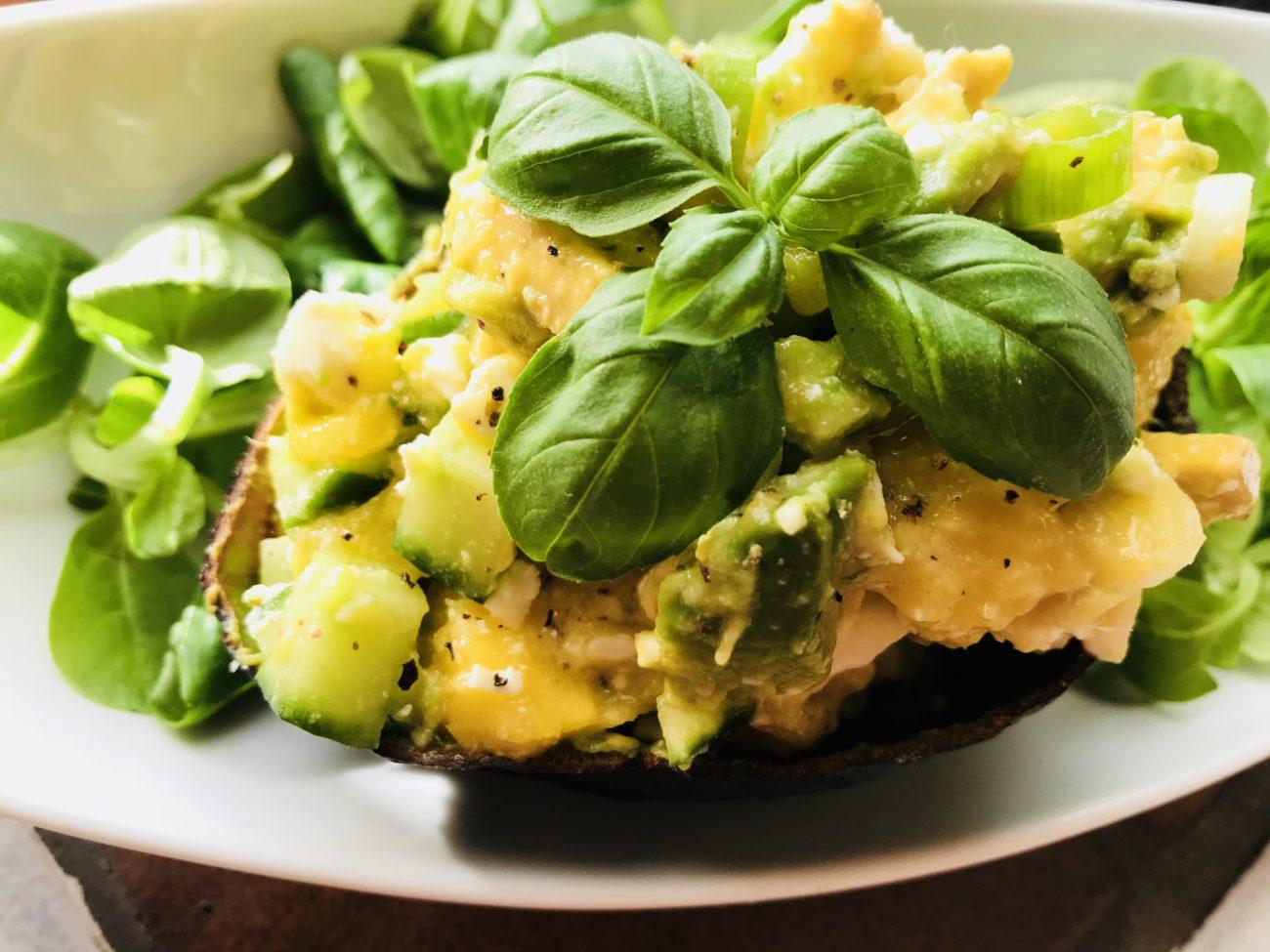 Frisse salade met mango en avocado