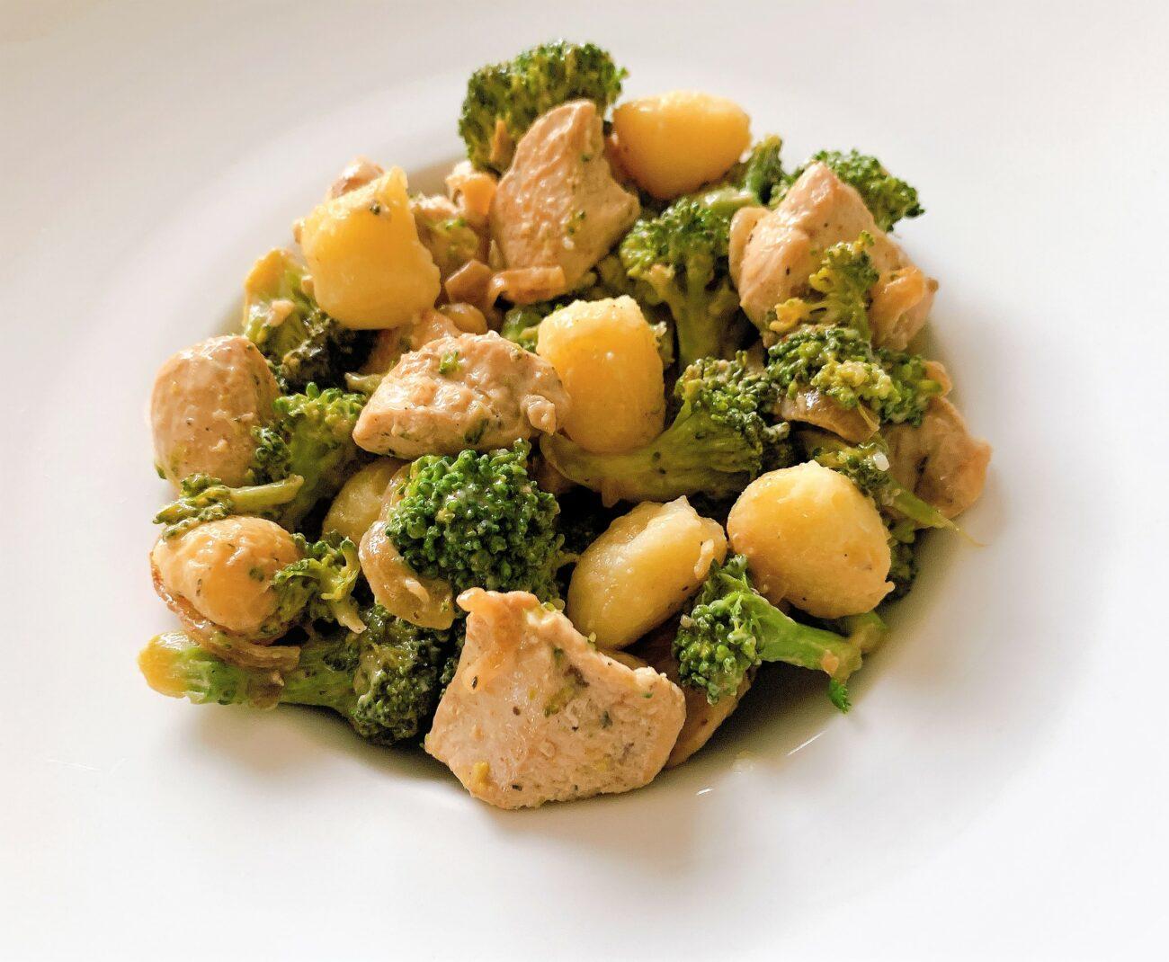 Kip met broccoli, roquefortsaus en gnocchi van aardappel
