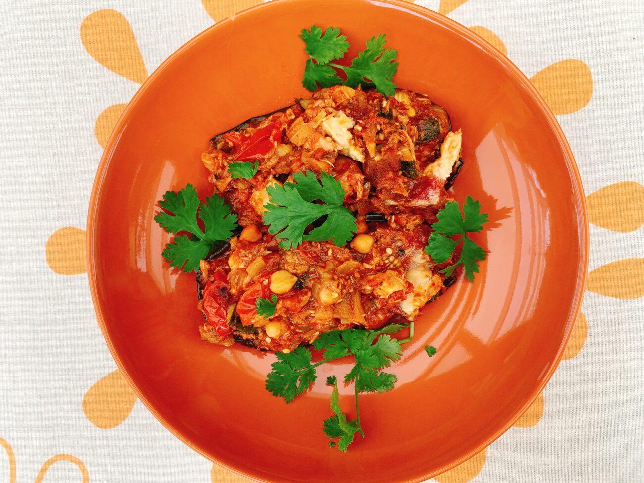 Gesmoorde aubergine met tonijn en Brusselse kaas
