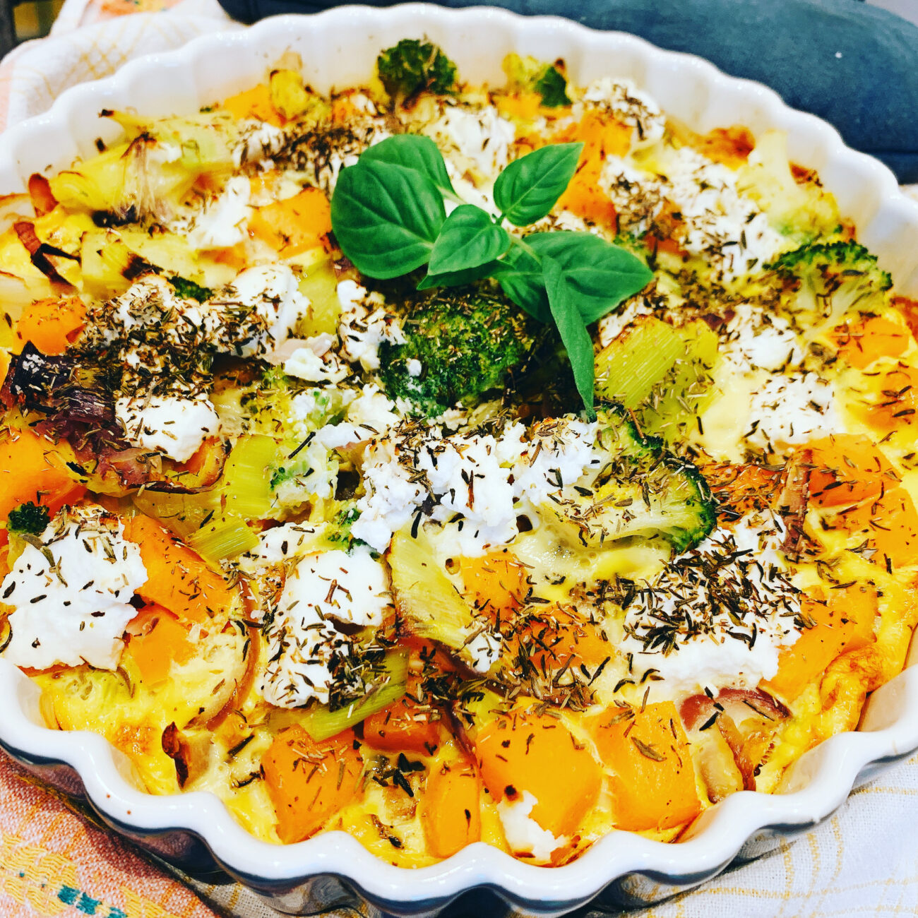 Frittata met groenten, bacon en ricotta