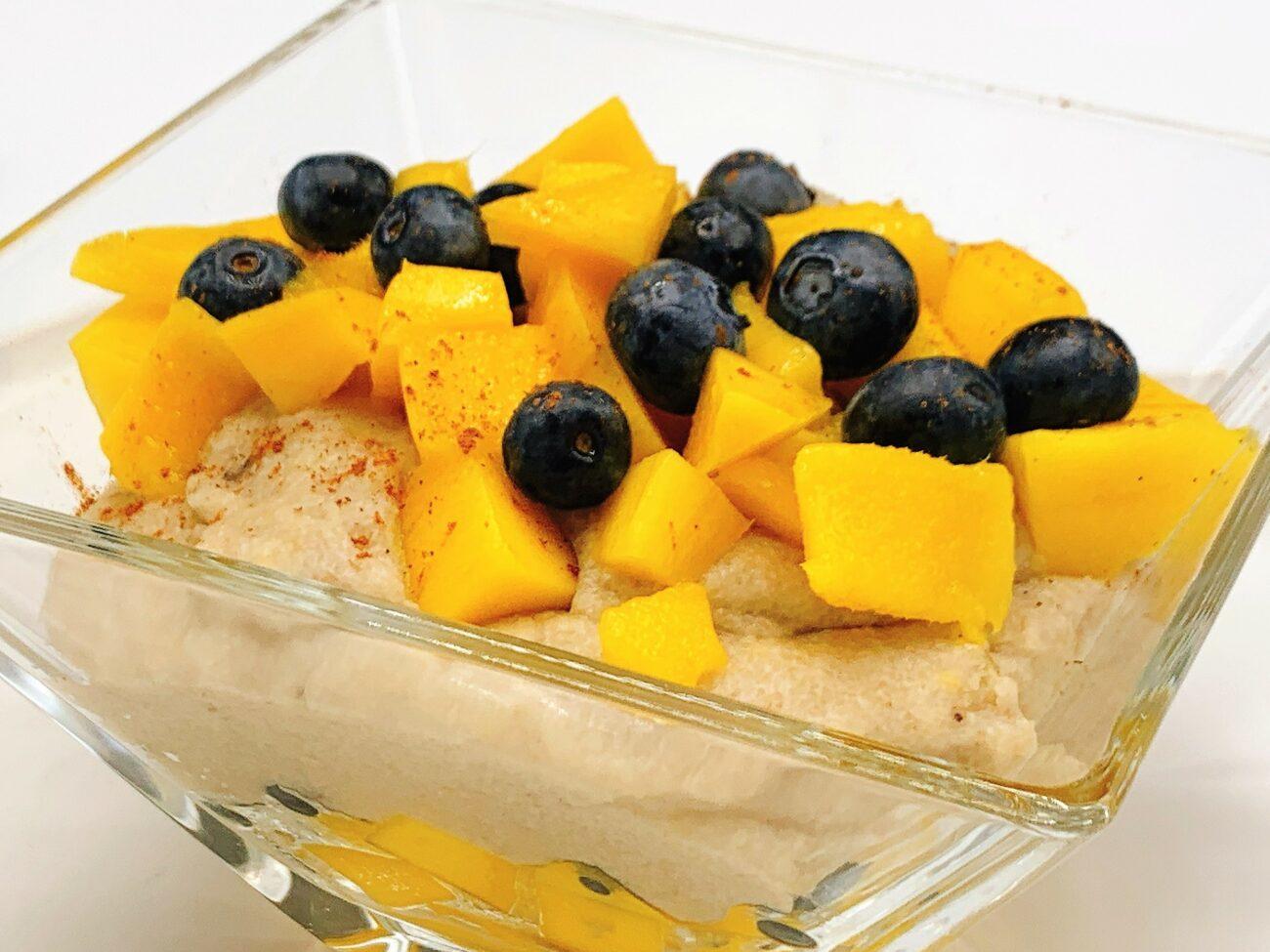 Griesmeelpap met banaan en mango